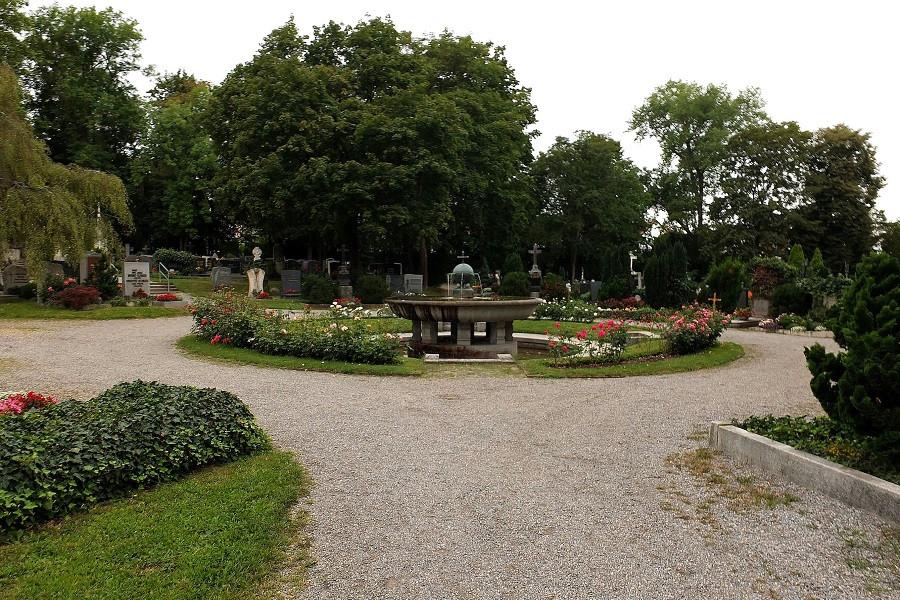 Brunnenanlage im südl. Bereich des Friedhofs