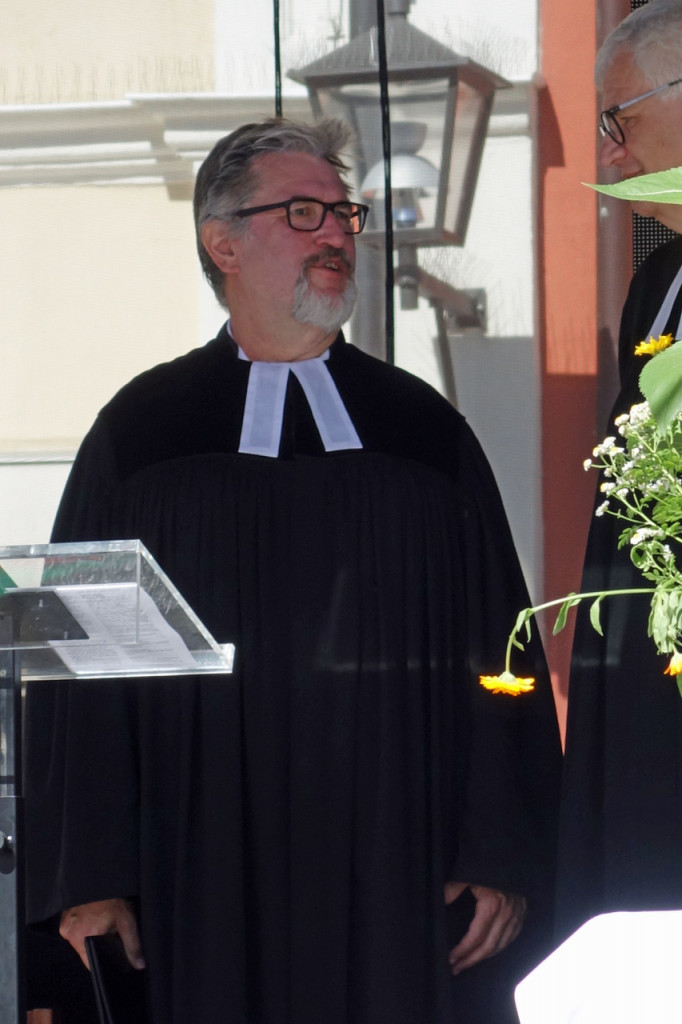 Pfarrer Ulrich Burkhardt beim Gottesdienst.