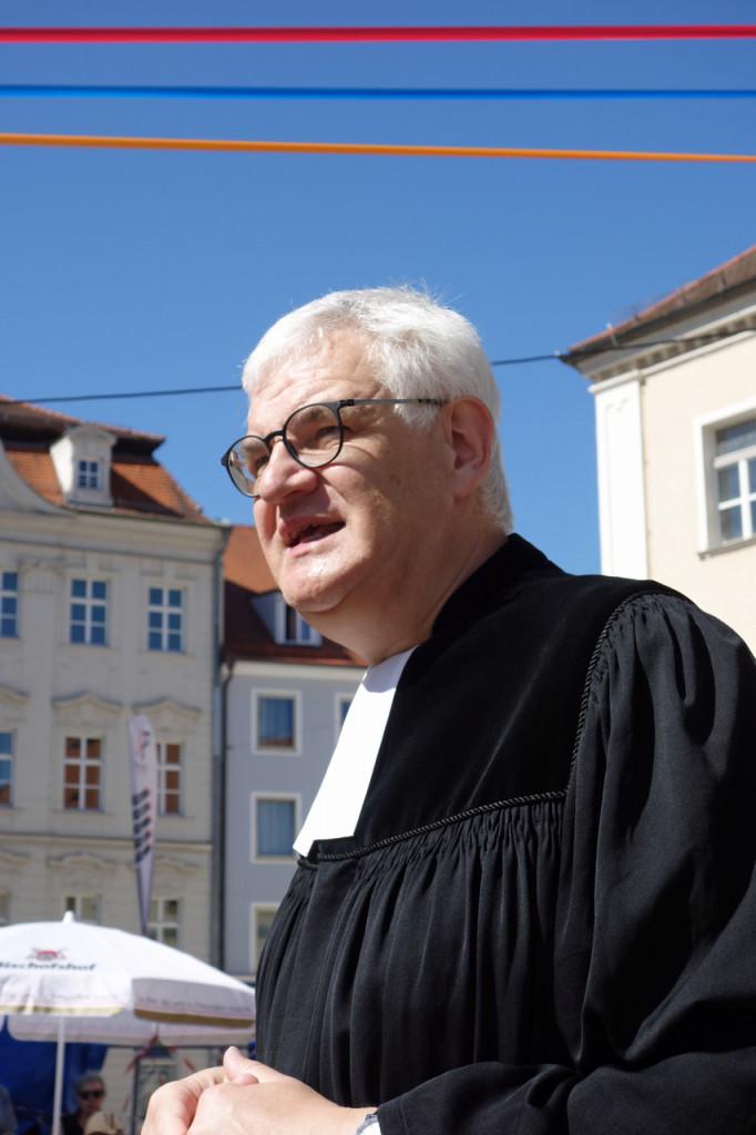 Pfarrer Thomas Koschnitzke predigte über das Thema Heimat.