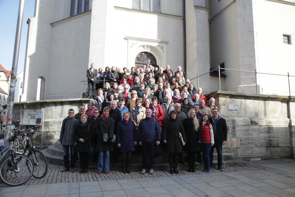 Gruppenbild vor der Neupfarrkirche