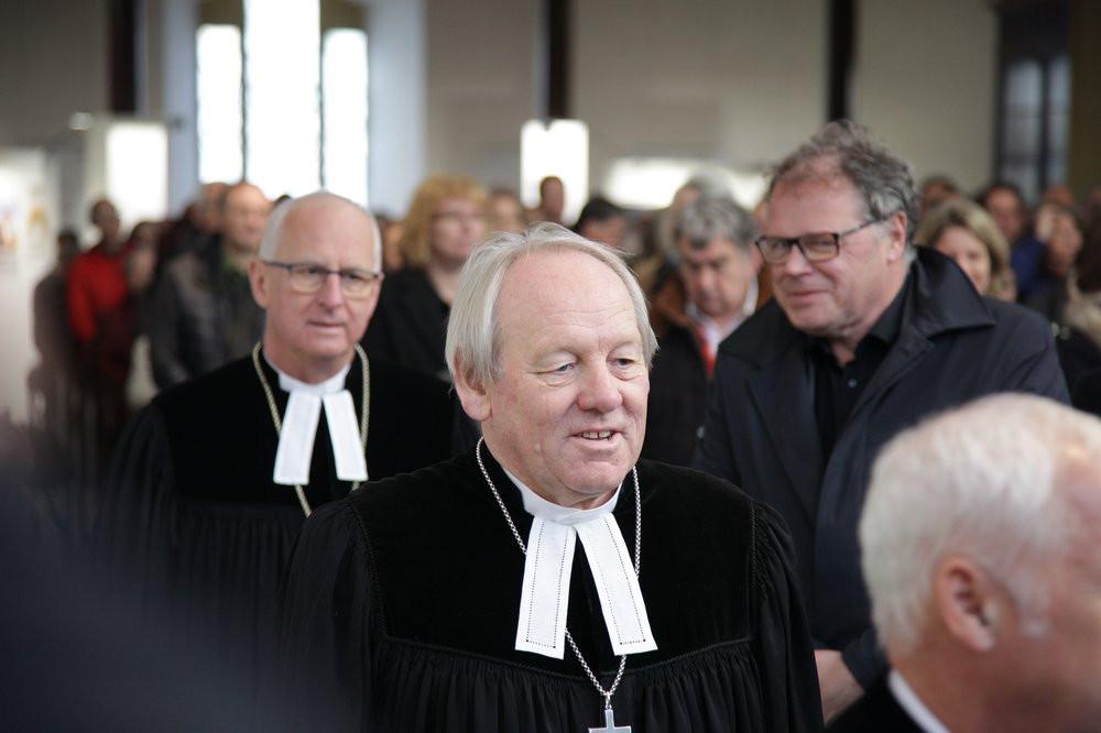 Einzug - Dekan Eckhard Herrmann mit Regionalbischof Klaus Stiegler