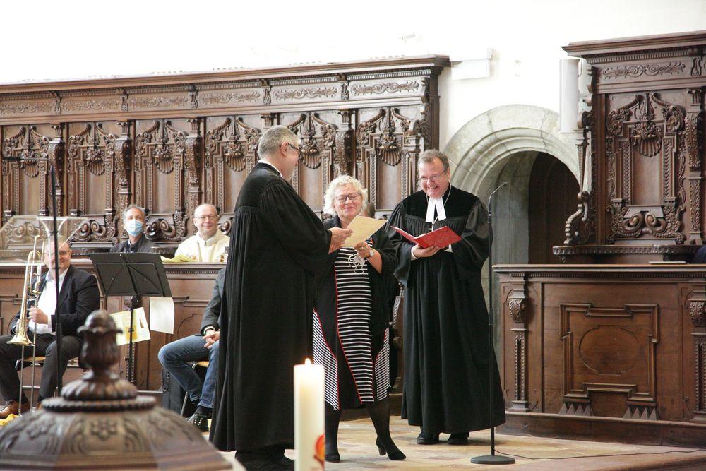 Urkunde zur Ruhestandsversetzung mit Unterschrift des Landesbischofs